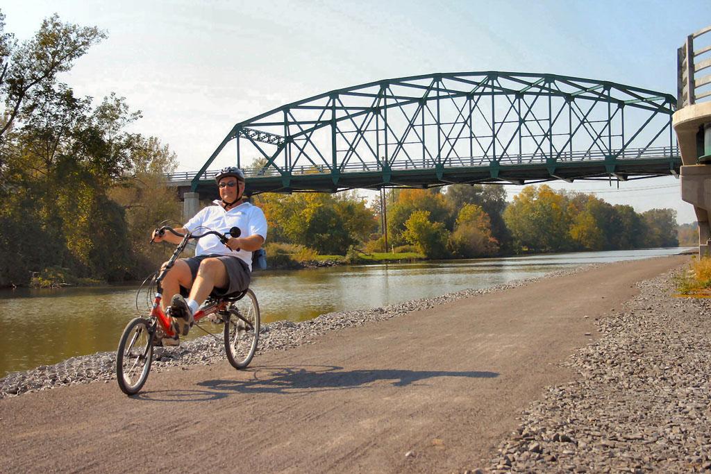 Burley Koosah Recumbent Bike Bicycle Man