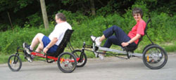 Recumbent trikes with tandem couplers